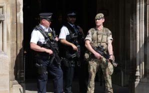 Feuerwehr in Manchester musste 90 Minuten warten und durfte nicht…